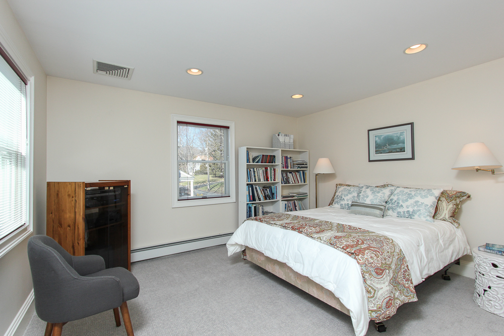 Bedroom 89 Seaview Avenue Marblehead, MA