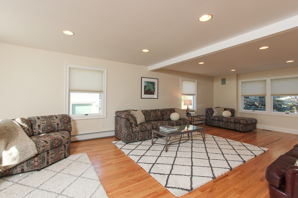 Family Room 89 Seaview Avenue Marblehead, MA