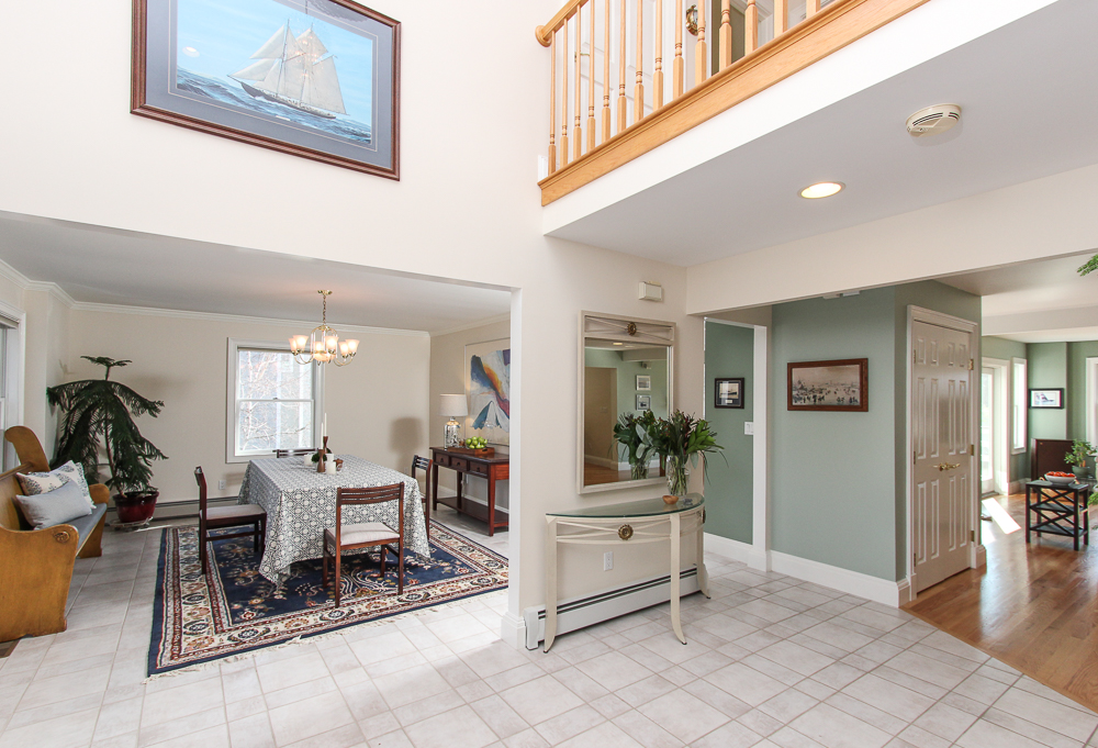 Foyer 89 Seaview Avenue Marblehead, MA