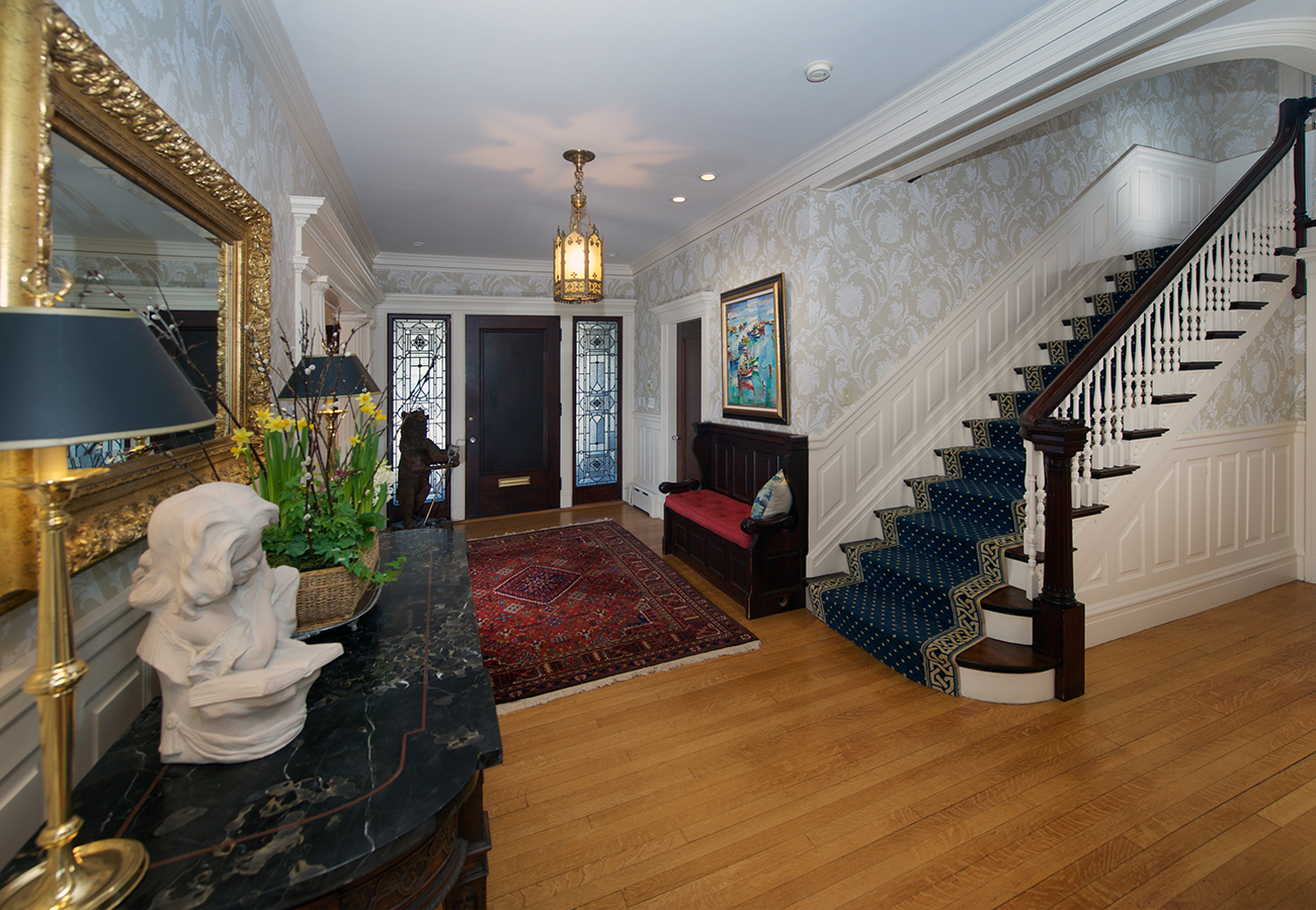 Foyer 63 Lothrop Street Beverly, MA