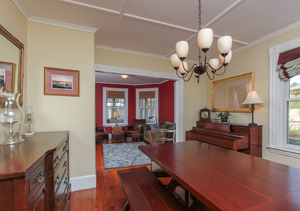 Dining Room 47 Hamilton Avenue Hamilton, MA