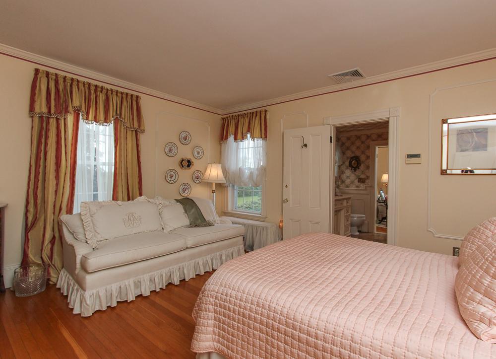 Bedroom 104 Essex Road Ipswich, MA