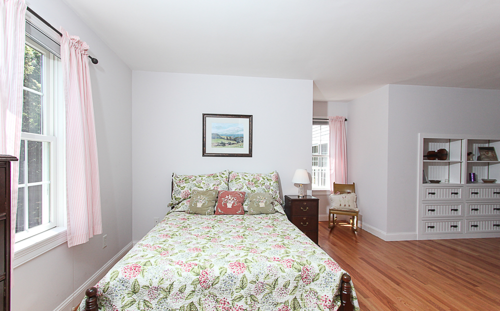 Bedroom 54 Essesx Street Hamilton Massachusetts