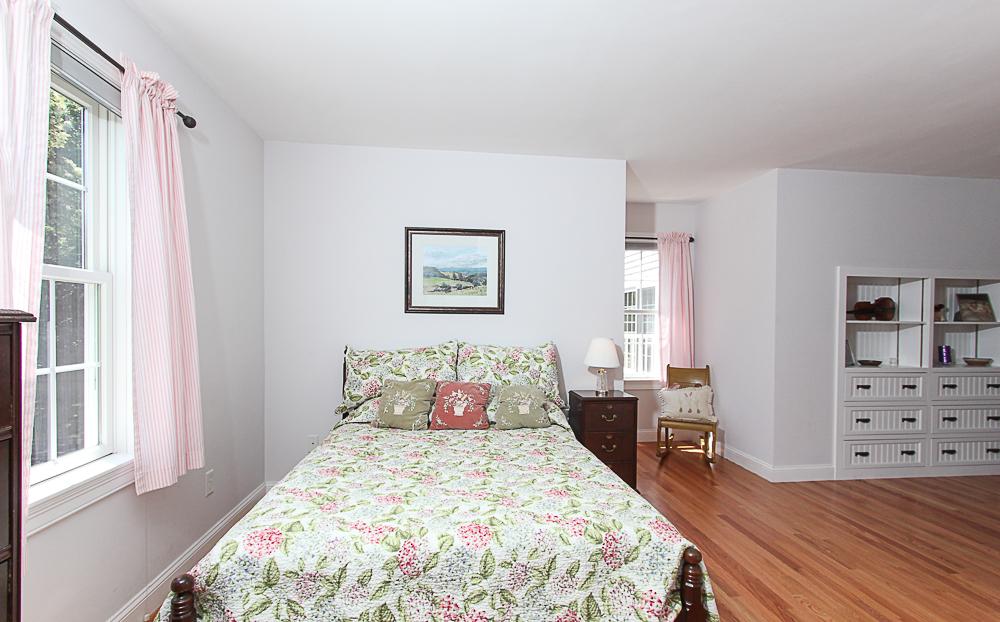 Bedroom 54 Essex Street Hamilton Massachusetts