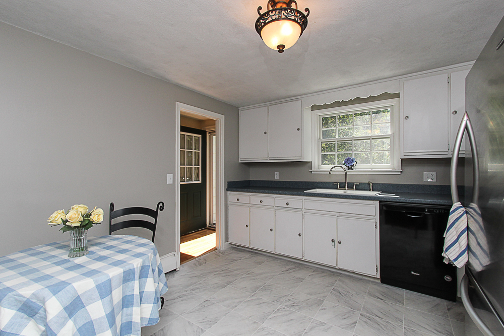 Eat-in kitchen 43 Homestead Circle Hamilton MA