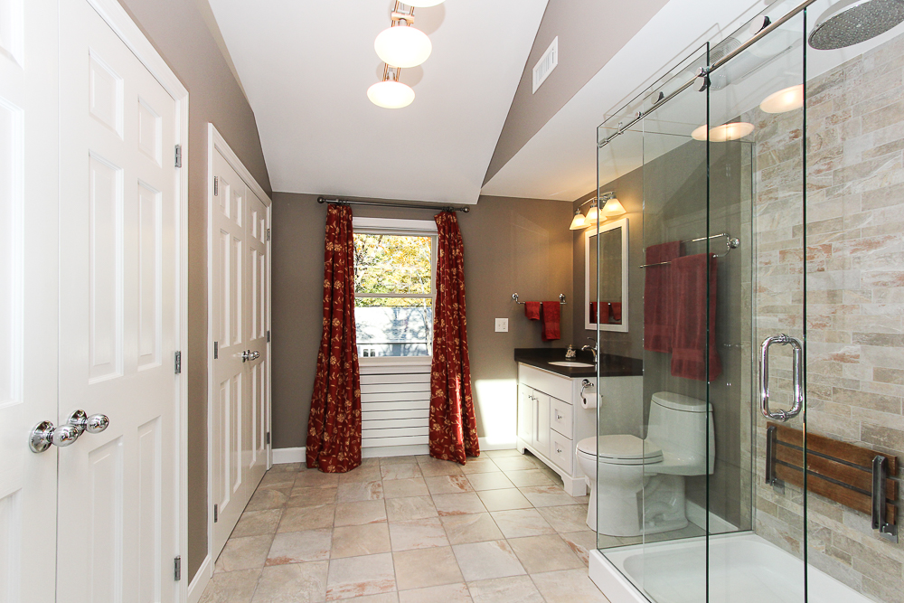 Main bathroom 31 Orchard Road Hamilton Massachusetts