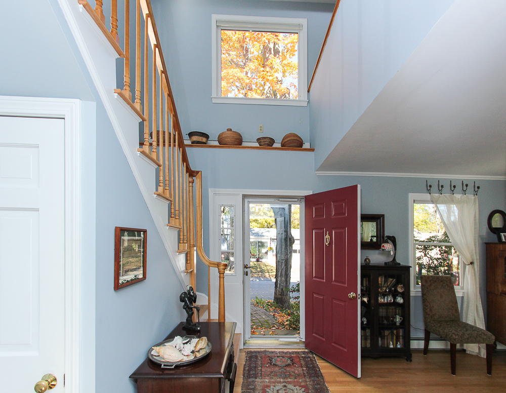 Foyer 31 Orchard Road Hamilton Massachusetts