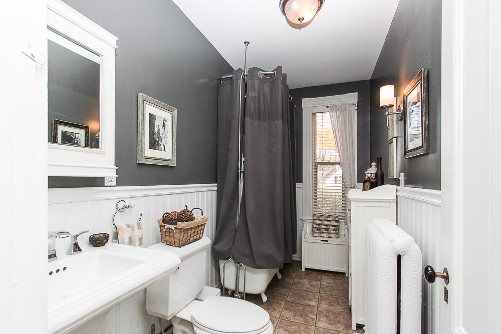 Bathroom 26 Walnut Road Hamilton Massachusetts