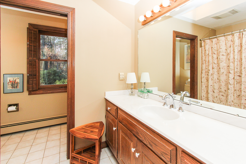 Main bathroom 3 Amberwood Lane Boxford Massachusetts