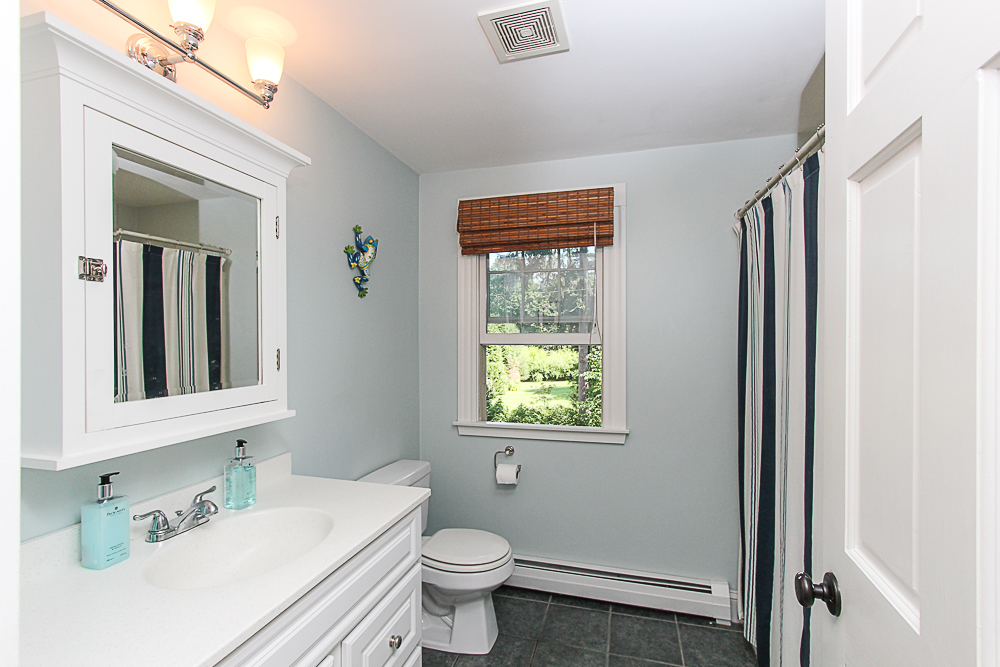 Shared Bath 25 Park Street Hamilton Massachusetts