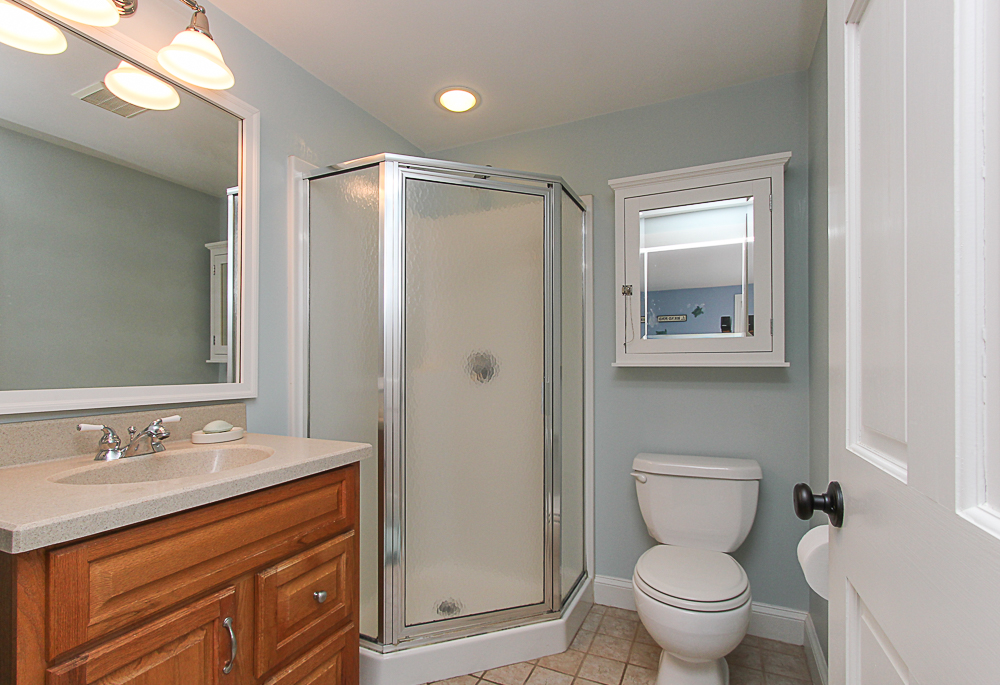 Ensuite bathroom 5 Park Street Hamilton Massachusetts