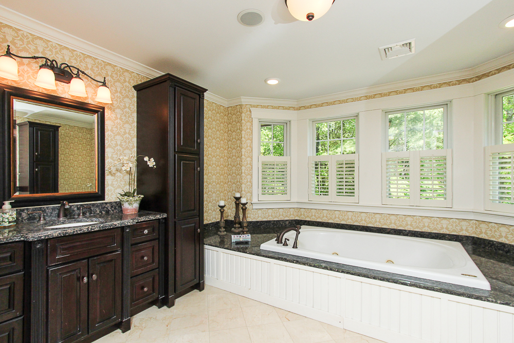 Main bath with separate tub 18 Beaver Pond Road Beverly Massachusetts