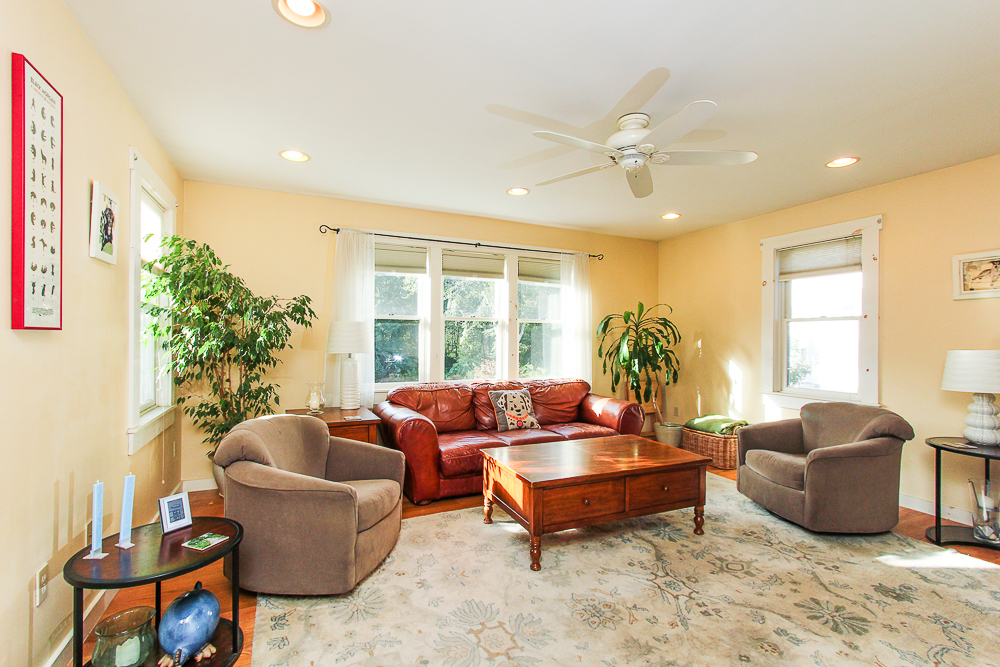 Living room 72 Hamilton Avenue Hamilton, MA