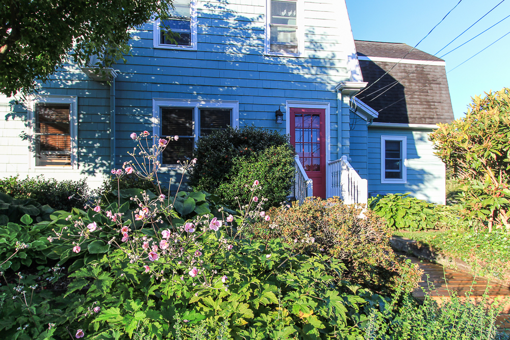 view of front door 72 Hamilton Avenue Hamilton, MA