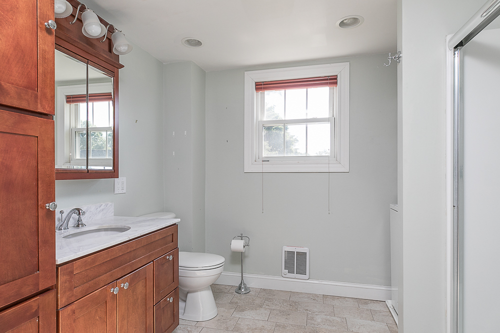 Bathroom 38 Arbor Street Hamilton Massachusetts