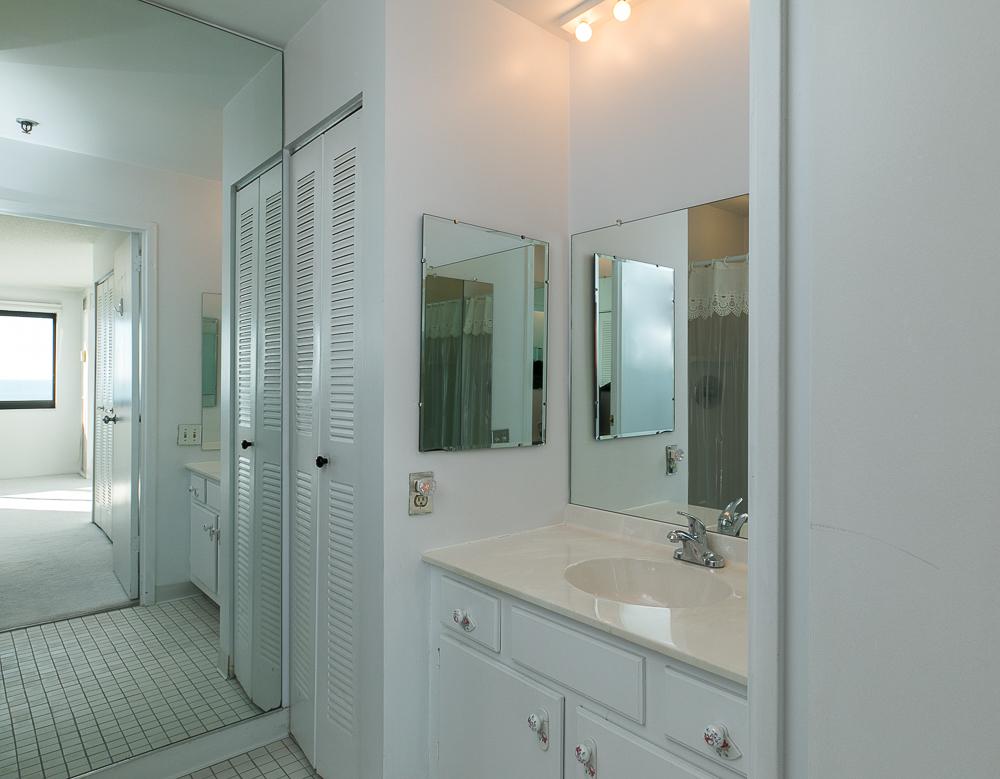 Ensuite bathroom 510-1002 Revere Beach BLVD Revere Massachusetts