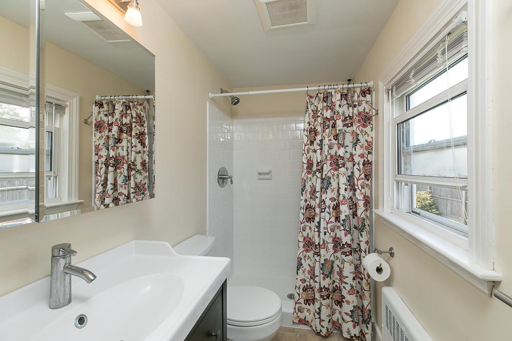 Ensuite bathroom 9 Crescent Road Hamilton, Massachusetts