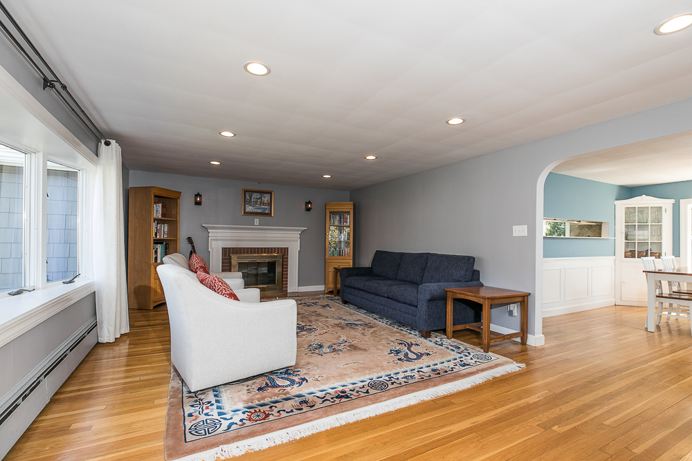 Living Room 9 Crescent Road Hamilton, Massachusetts