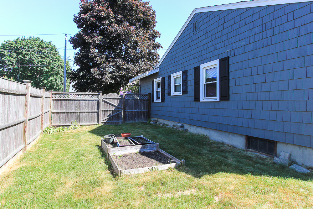 Side Yard 9 Crescent Road Hamilton, Massachusetts